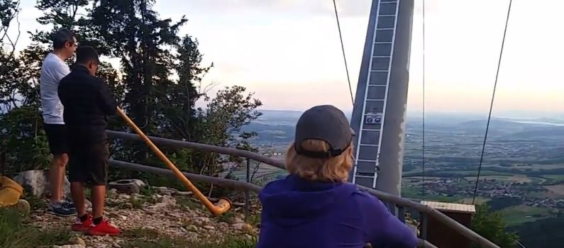 Men, blowing an Alphorn on the Wissenstein